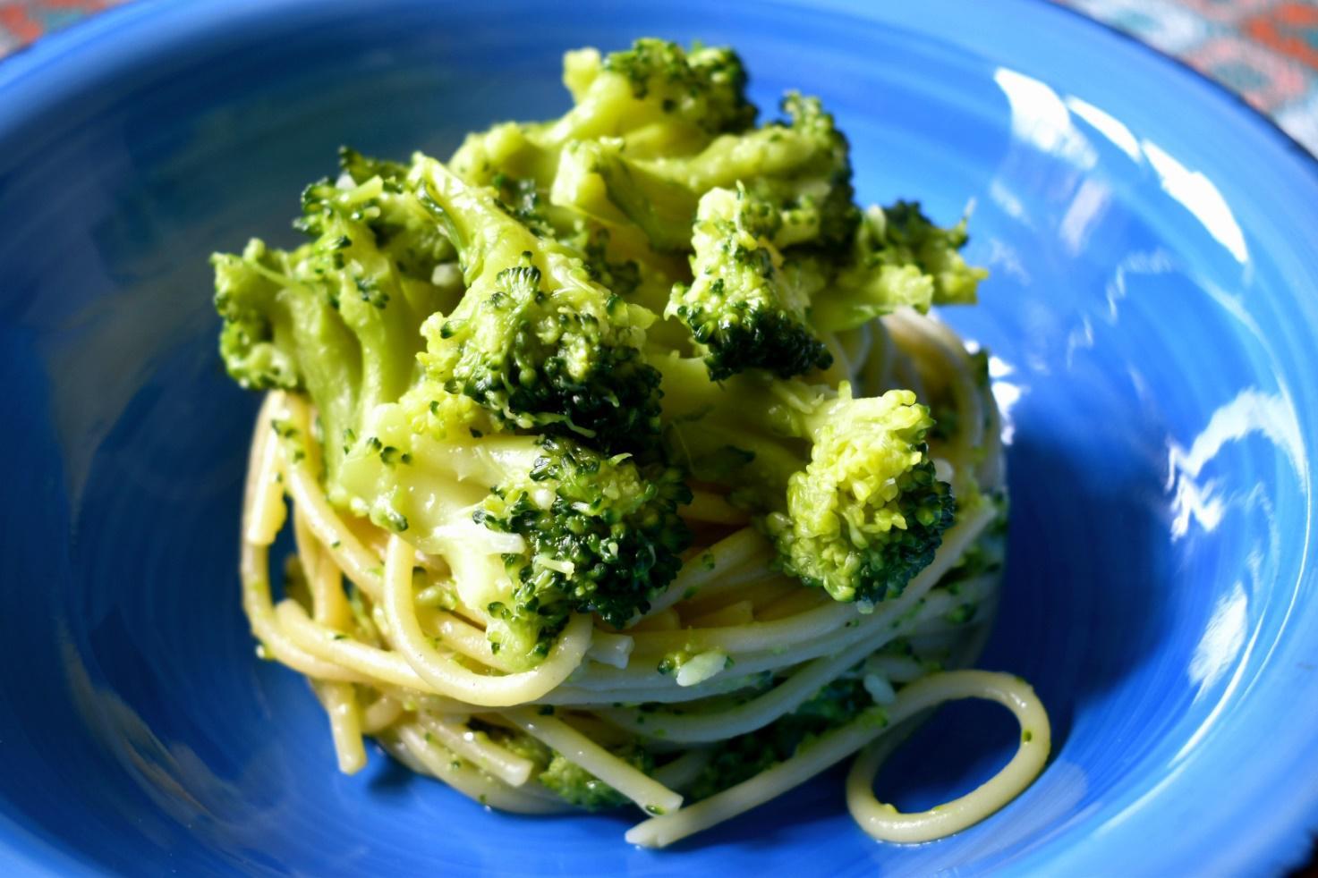 Spaghetti veloci con i broccoli